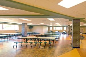 School District of Onalaska - Irving Pertzsch Elementary School Lunchroom